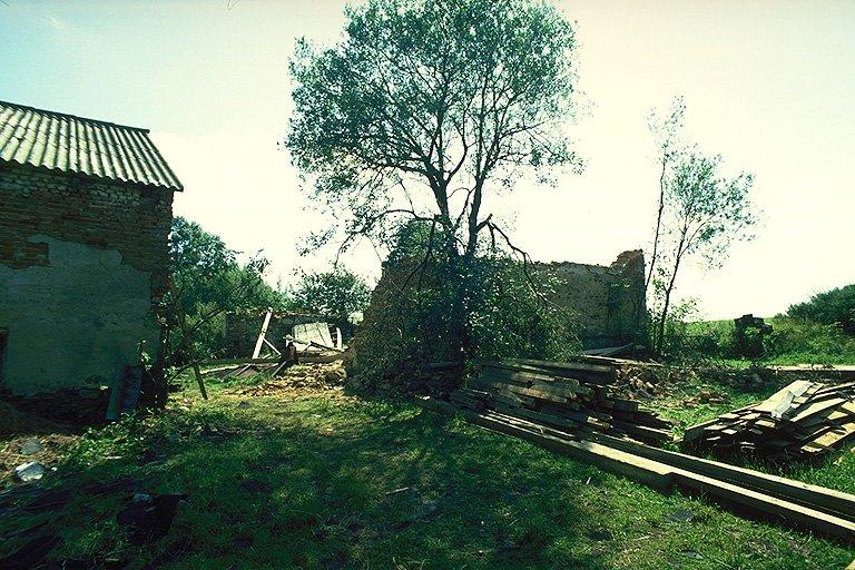 Zničená stodola (281 kB)